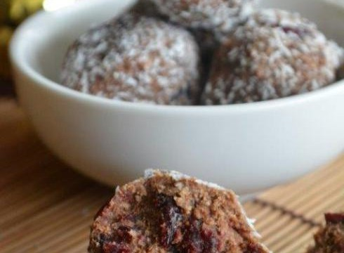Gluten-free Cranberry and Cacao Balls